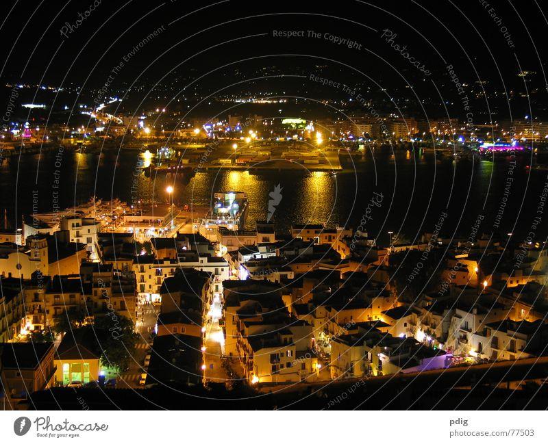 Ibiza bei Nacht dunkel Hafen Licht Wasser Beleuchtung Straße