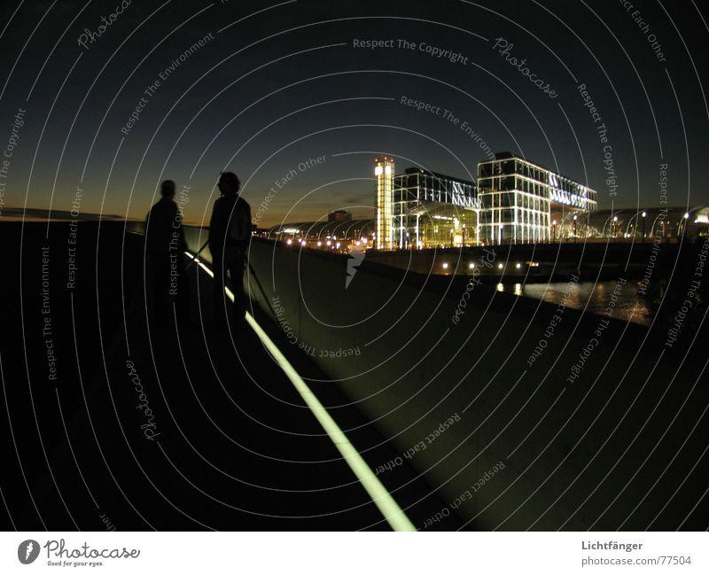 Die Observation Himmel Berlin beobachten Streifen Publikum Bahnhof Fotograf Hauptstadt überblicken Hauptbahnhof
