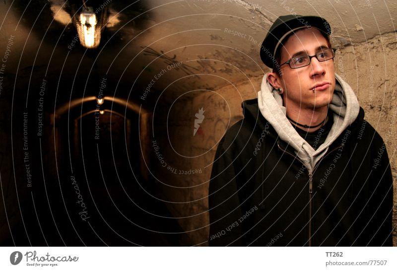 Tunnelblick # VI dunkel Mann Brille Lampe Einsamkeit Mensch Gesicht Schatten