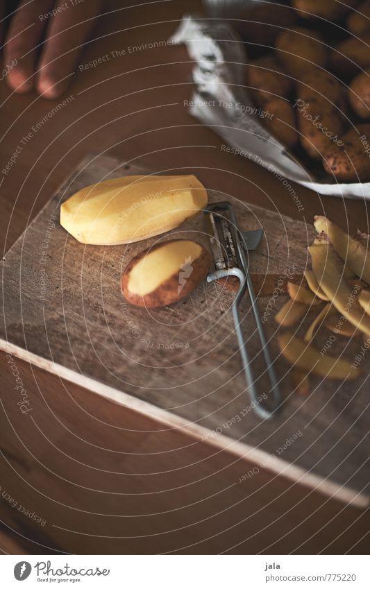 kartoffeln Gesunde Ernährung natürlich Gesundheit Lebensmittel frisch Gemüse lecker Appetit & Hunger Bioprodukte Vegetarische Ernährung Schneidebrett Holztisch