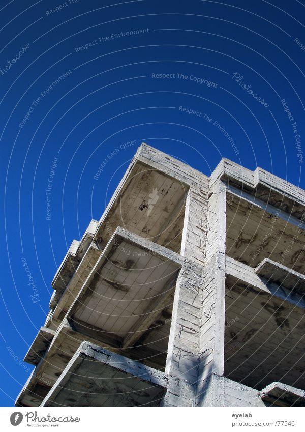 Übernachtungskostenrückerstattung jetzt ! Himmel weiß blau Stadt Ferien & Urlaub & Reisen Haus Wolken Arbeit & Erwerbstätigkeit Fenster grau Gebäude Beton