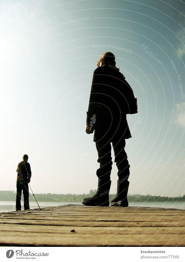 Gullivers Reisen groß klein Steg Mann Frau Koloss winzig stehen Freizeit & Hobby Herbst ruhig Holz Stiefel Wasser emanzipation Täuschung herabschauen Silhouette