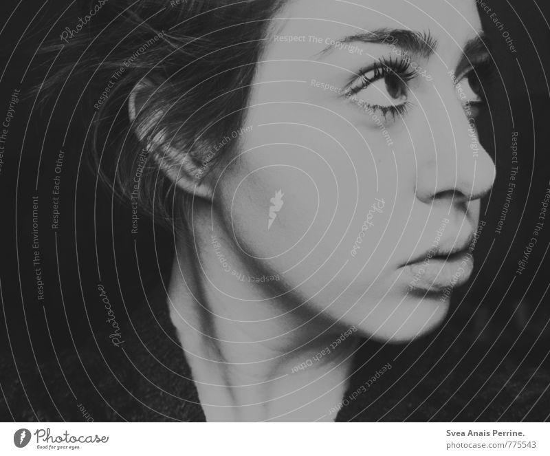 grauzone. feminin Junge Frau Jugendliche Haare & Frisuren Gesicht Mund Lippen 1 Mensch 18-30 Jahre Erwachsene beobachten nah Wimpern Schwarzweißfoto