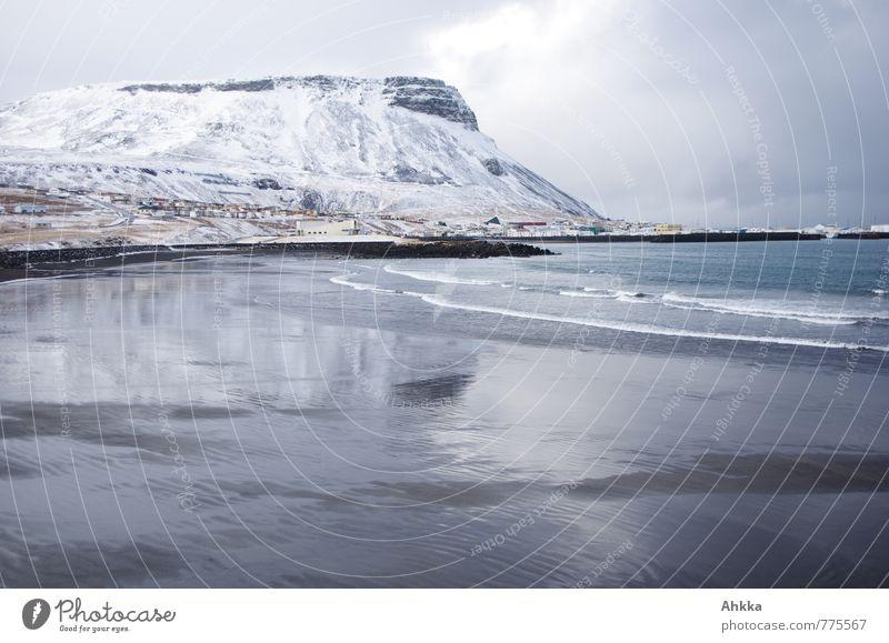 winterbeach ruhig Strand Ferne kalt Berge u. Gebirge Schnee Küste Linie glänzend Wellen fantastisch Vergänglichkeit Bucht Flüssigkeit exotisch Dynamik