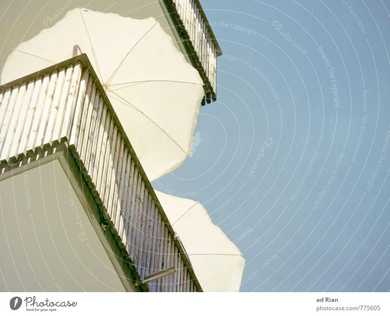 Midday Moon elegant Ferien & Urlaub & Reisen Sommer Sommerurlaub Sonne Häusliches Leben Wohnung Möbel Himmel Wolkenloser Himmel Haus Gebäude Architektur Fassade