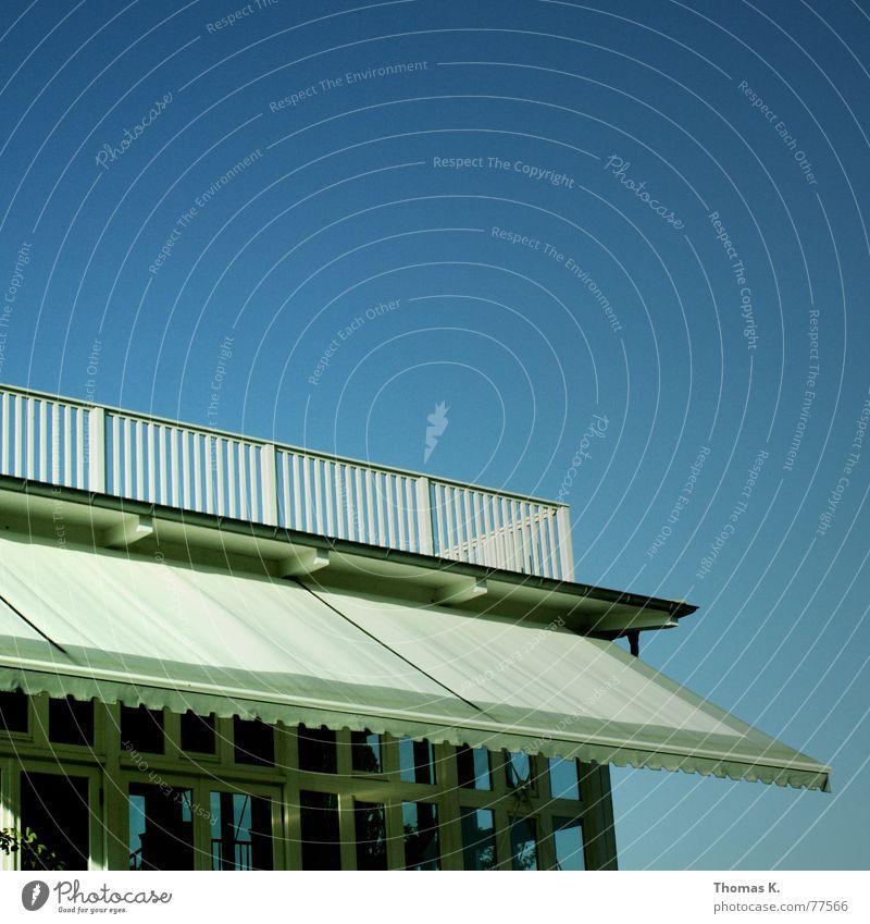 Roof Top Himmel blau Haus Fenster Holz Dach Club Balkon Geländer Terrasse blind Jalousie Rollo Holzmehl