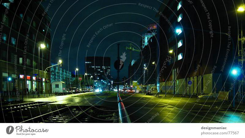 Mainhatten Streetlife Himmel grün blau Stadt rot Haus schwarz gelb Lampe dunkel kalt Fenster PKW Beleuchtung Deutschland Straßenverkehr