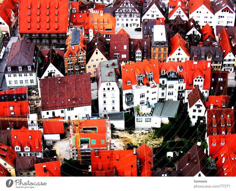 bird's-eye view Farbfoto Außenaufnahme Tag Vogelperspektive Häusliches Leben Haus Stadt Dom Gebäude Mauer Wand Fassade Fenster Dach Schornstein rot Netzwerk Ulm