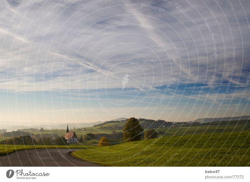 schwüler Herbstnachmittag am Land Himmel Ferne Wiese Wege & Pfade Landschaft Religion & Glaube Nebel groß Horizont Spaziergang Fußweg Landstraße