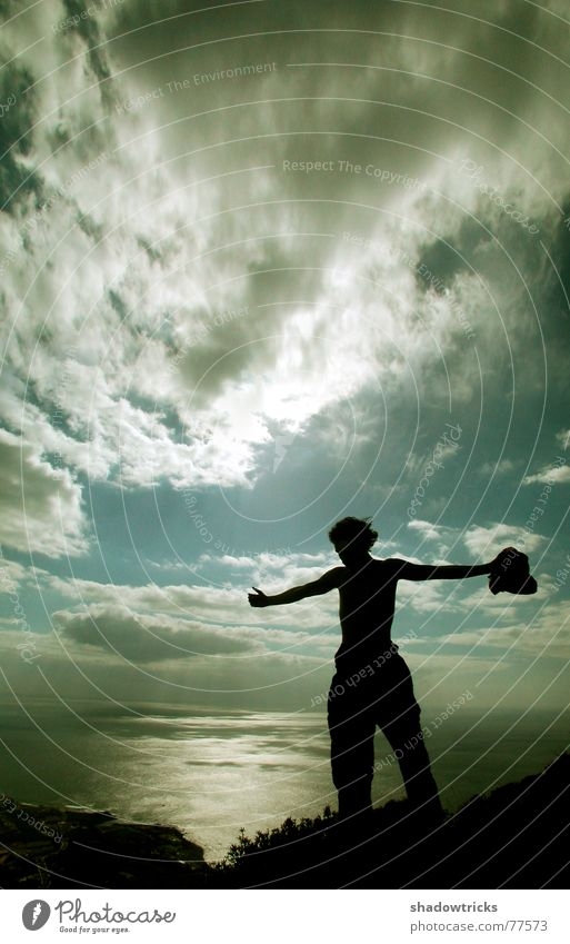 Oben Variante 2 Mensch Himmel blau Wasser Ferien & Urlaub & Reisen Baum Sonne Meer Einsamkeit Wolken schwarz Ferne Berge u. Gebirge oben Freiheit grau