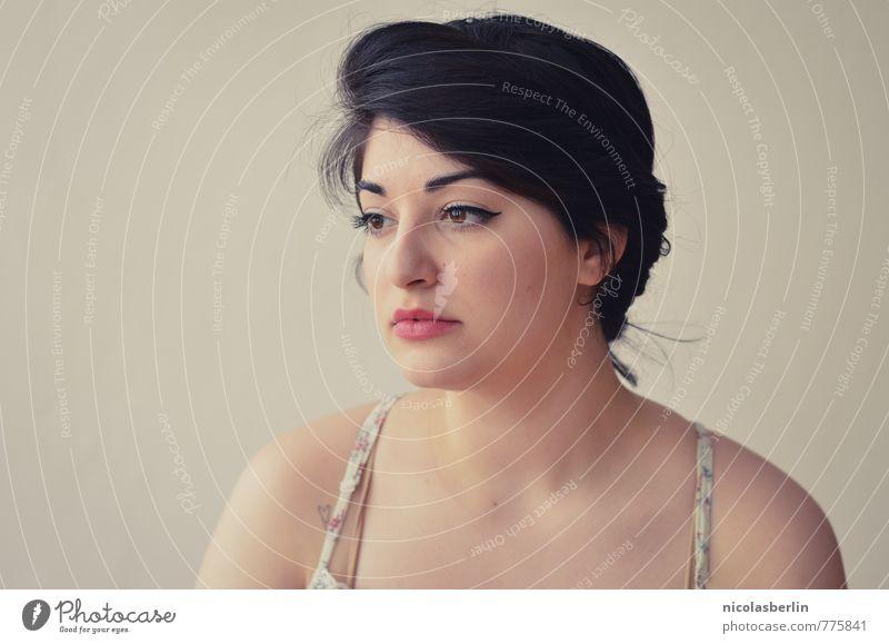Montags Portrait 75 - Running low! elegant Stil schön Gesicht Sinnesorgane ruhig feminin Junge Frau Jugendliche Erwachsene 1 Mensch 18-30 Jahre schwarzhaarig