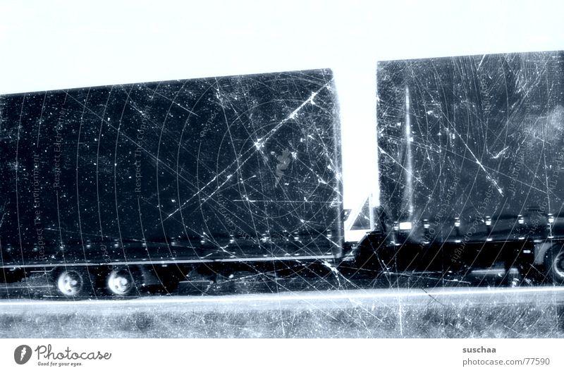 ein truck und so .. blau Straße Geschwindigkeit fahren kaputt Streifen Lastwagen Autobahn Rad vergangen Straßenrand Kratzer