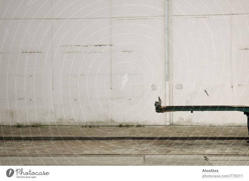 HH - Peute   hervorragend Maschine Gras Menschenleer Industrieanlage Fabrik Bauwerk Mauer Wand Fassade Dachrinne Straße Wege & Pfade Lastwagen Anhänger Stein