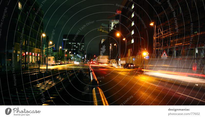 Mainhatten Streetlife II Himmel grün blau Stadt rot Haus schwarz gelb Lampe dunkel kalt Fenster PKW Beleuchtung Deutschland Straßenverkehr