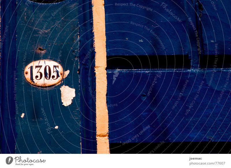 calle caminito - miltrescientoscinco alt blau Straße Farbe dunkel Mauer Linie Schilder & Markierungen Ziffern & Zahlen streichen Rost Fleck Schraube Argentinien Buenos Aires La Boca
