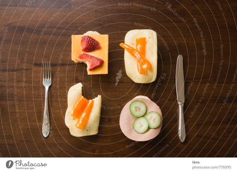 Dinner for One Lebensmittel Ernährung Tisch Sauberkeit lecker Appetit & Hunger Frühstück Trennung Abendessen Messer Brötchen Erdbeeren Festessen Käse Wurstwaren Gabel