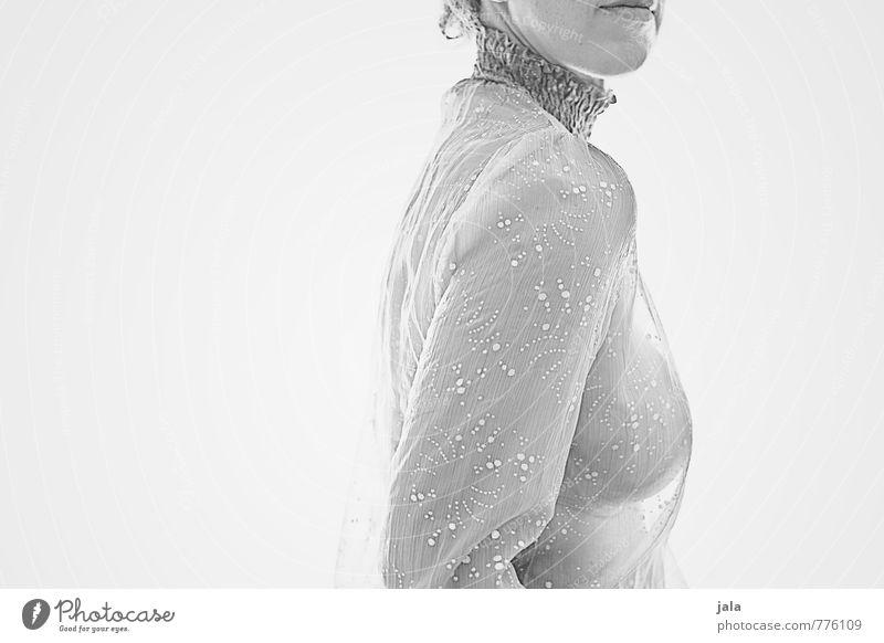 silbergrau Mensch feminin Frau Erwachsene Körper 1 30-45 Jahre Bluse ästhetisch hell schön Erotik wild weich Schwarzweißfoto Innenaufnahme Textfreiraum links