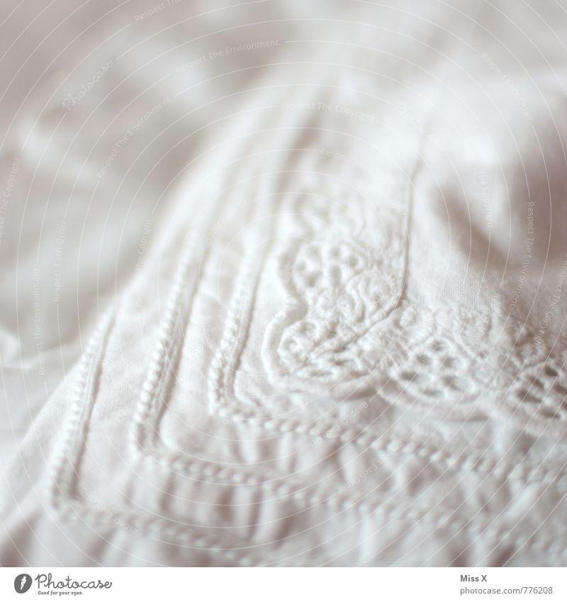 bestickt Bett Sauberkeit weiß Reinlichkeit Reinheit Spitze Kissen Bettdecke Kopfkissen Baumwolle Ornament Stoffmuster Textilien Farbfoto Gedeckte Farben