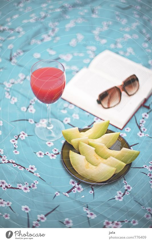 sommer Lebensmittel Frucht Melonen Ernährung Picknick Vegetarische Ernährung Fingerfood Getränk Erfrischungsgetränk Saft Teller Glas Lifestyle Wohlgefühl