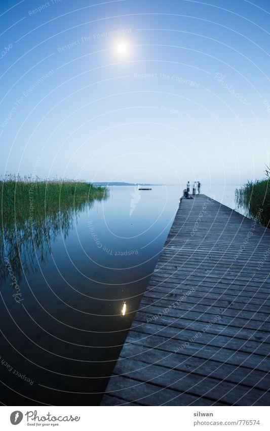 Mondscheinsteg #1 Natur blau grün Wasser Erholung ruhig Frühling Schwimmen & Baden Freiheit außergewöhnlich See braun Horizont Menschengruppe Freizeit & Hobby Zusammensein