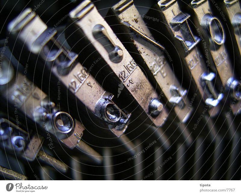 Schreibmaschine P!/L Buchstaben Tippen