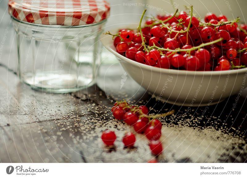 Vorbereitung 2 Lebensmittel Frucht Ernährung Schalen & Schüsseln frisch lecker süß rot Beeren Johannisbeeren Marmeladenglas Zucker Gelierzucker saftig Gelatine