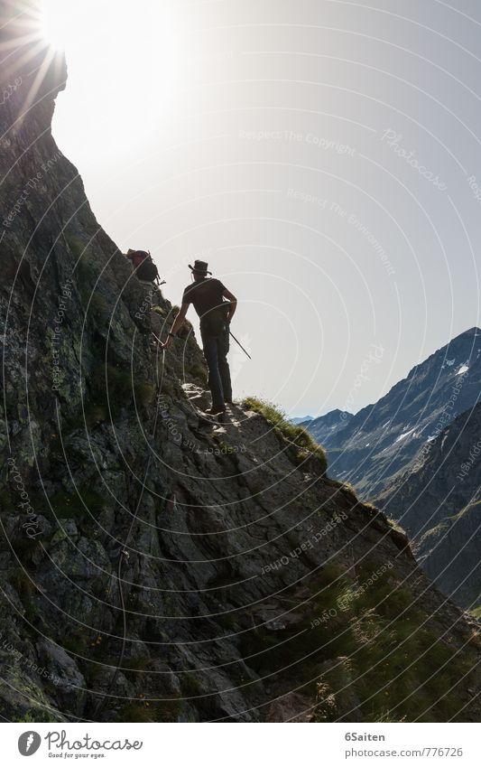 Freiheit Mensch Ferien & Urlaub & Reisen Mann Sommer ruhig Ferne Erwachsene Berge u. Gebirge Wärme gehen maskulin frei Tourismus wandern Schönes Wetter