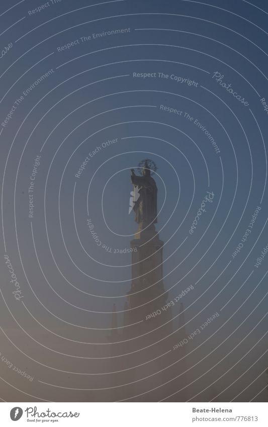 Über.Irdisch Himmel Himmel (Jenseits) Berge u. Gebirge Gefühle Architektur Religion & Glaube außergewöhnlich Nebel Kirche Kitsch Bauwerk Mallorca Denkmal Wahrzeichen Statue Sehenswürdigkeit