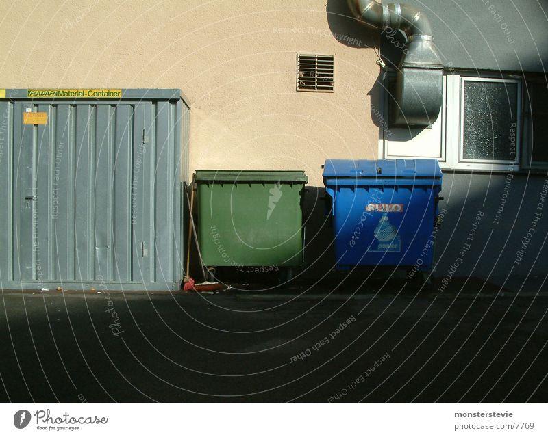 Entsorgung entsorgen Müll Abluft Belüftung Morgen Dinge Hinterhof Rückseite Papier Hausmüll Industrie Container