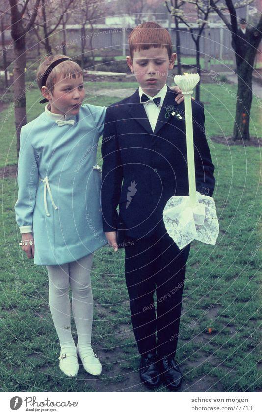 Hauptsache schick (1966) Kommunion Bruder Schwester rothaarig Stirnband unfreundlich seriös Zeremonie kobaltblau stur lachen Geschwister türkis hell-blau Kerze