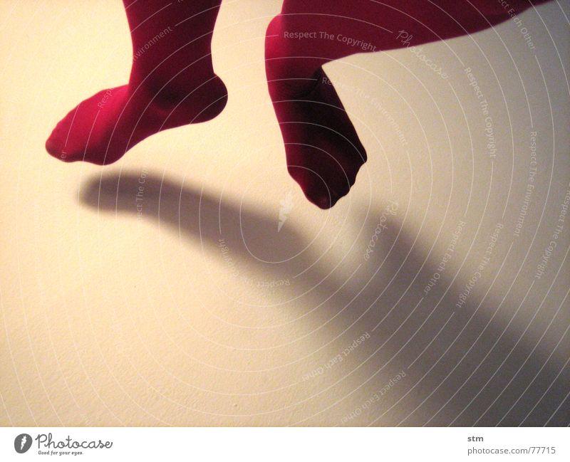 dancing in the light 1 springen leicht Leichtigkeit Strumpfhose rosa Schweben trippeln weiß frei Tanzen Beine Fuß hopsen fliegen dance Schatten