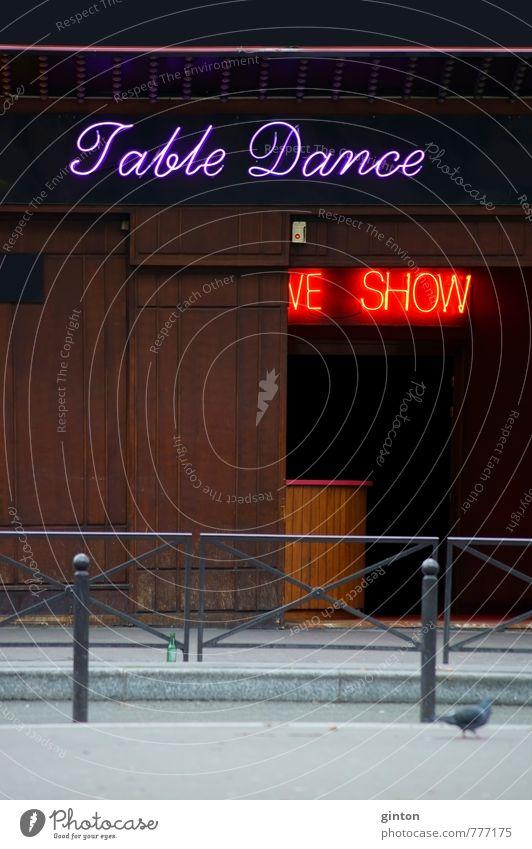 Striplokal Lifestyle exotisch Nachtleben Club Disco Bar Cocktailbar Stadt Stadtzentrum Altstadt Haus Gebäude Architektur Fassade Tür Freude Farbfoto mehrfarbig