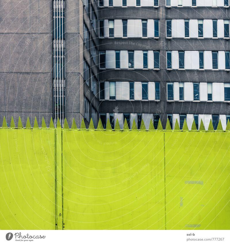 Stadt grün Fenster Wand Architektur Mauer Gebäude Linie Arbeit & Erwerbstätigkeit Fassade Business Büro Zufriedenheit Design verrückt ästhetisch