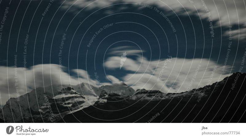 Blüemlisalp Nacht Langzeitbelichtung spät dunkel Wolken Schneeberg weiß schwarz Hohtürli SAC-Hütte Abend Himmel Berge u. Gebirge blau weisse frau wilde frau