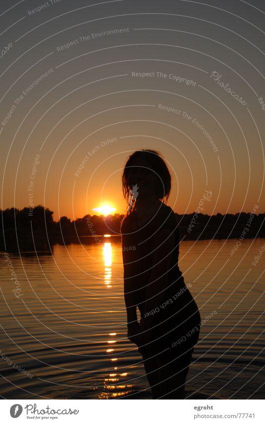 uups Mädchen See Sonnenuntergang Silhouette Spielen Rastalocken Physik Sommer Himmel Schwimmen & Baden Wärme