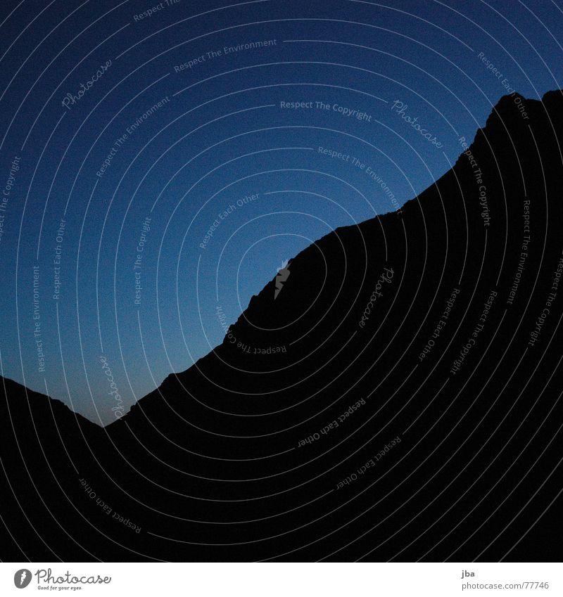 Morgen über dem Saanenland schön Himmel blau schwarz Berge u. Gebirge Bergsteigen aufstehen Saanenland Geltenhorn