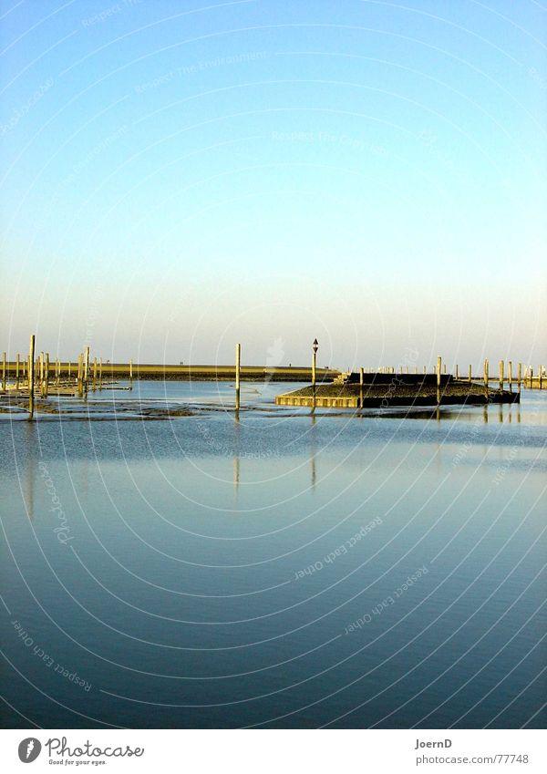 I_Sea_Blue Meer flach ruhig kalt tief Küste Hafen Anlegestelle Deich Buhne Ostfriesland Einsamkeit einfach Außenaufnahme Landschaft Glätte Windstille Klarheit