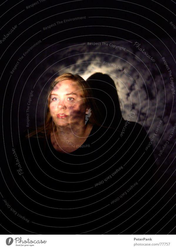 moonshine Frau Himmel blau Wolken Einsamkeit Gesicht schwarz Auge dunkel Kopf Denken hell blond Mund Nase Loch