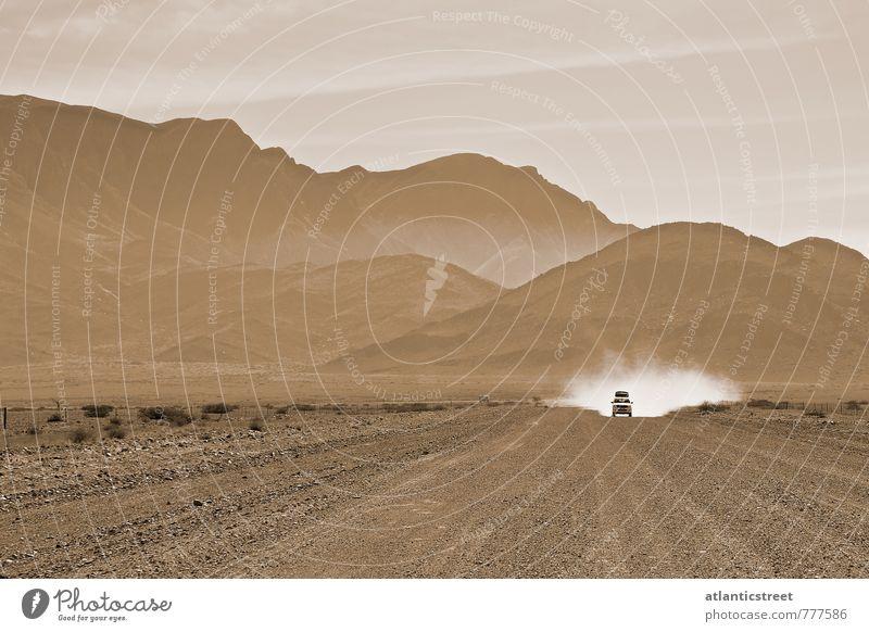 Gegenverkehr Natur Ferien & Urlaub & Reisen Einsamkeit Ferne Umwelt Straße Wege & Pfade Freiheit braun PKW Tourismus Abenteuer fahren Wüste Afrika Verkehrswege