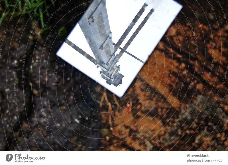 Spiegelbild Himmel Elektrizität Kabel Bodenbelag Asphalt Müll Bild Spiegel Stahl Strommast Spiegelbild wegwerfen ausgemustert