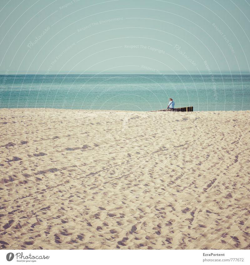 Tag am Meer Mensch Himmel Natur Ferien & Urlaub & Reisen blau Wasser Sommer Erholung Landschaft Strand gelb Erwachsene feminin Sand Freizeit & Hobby