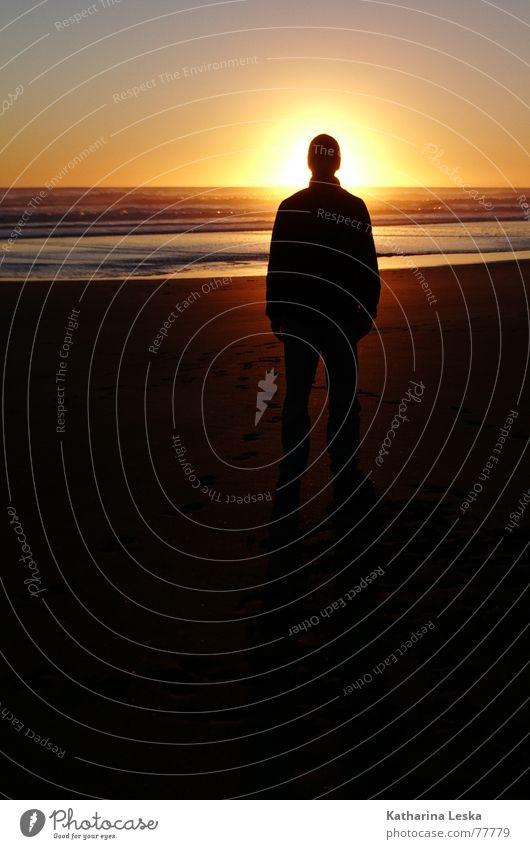 illuminato Leben Ferien & Urlaub & Reisen Freiheit Sommer Sonne Strand Meer Mann Erwachsene Sand Wasser Himmel Horizont Wärme blau gelb rot Frieden Glaube