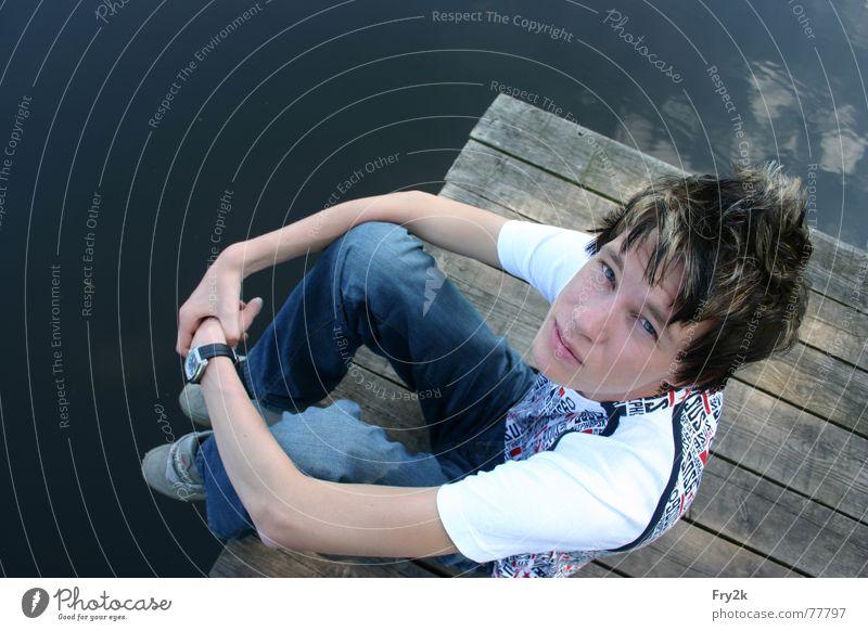Fry2k himself Mann See Steg Uhr Sommer Holz T-Shirt Hose Schuhe weiß philipp Mensch Wasser Küste Auge Mund Gesicht Haare & Frisuren Himmel blau