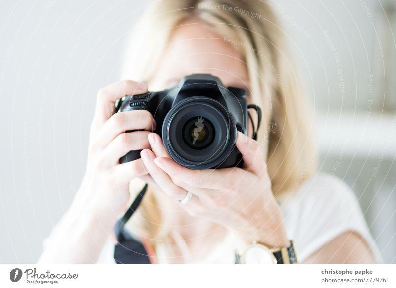 Schuss-Gegenschuss Freizeit & Hobby Fotografieren Medienbranche Fotokamera Unterhaltungselektronik feminin Junge Frau Jugendliche 1 Mensch 18-30 Jahre