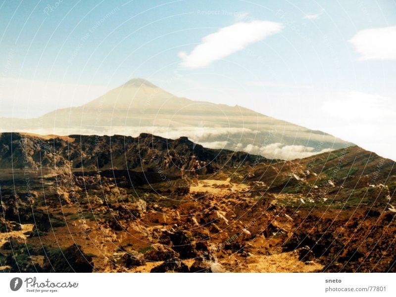 Pico de Teide schlechtes Wetter Altokumulus floccus Teneriffa Kanaren Wolken Doppelbelichtung Zufall unabsichtlich Stein Basalt Sandstein Eruption Lava wandern