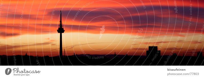 Ein Turm und ein paar Farben... Sonnenuntergang Mannheim Wolken rosa gelb Silhouette Stadt Berliner Fernsehturm Skyline Himmel Kitsch
