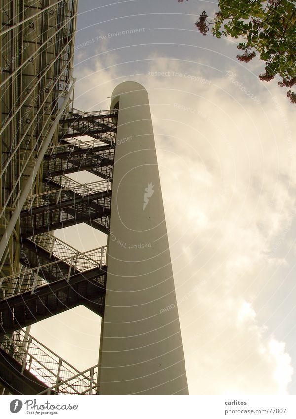 Zick Zack Architektur Hochhaus Perspektive Industrie Sicherheit Steg Flur Gitter Feuerleiter Gitterrost Öffentlicher Dienst