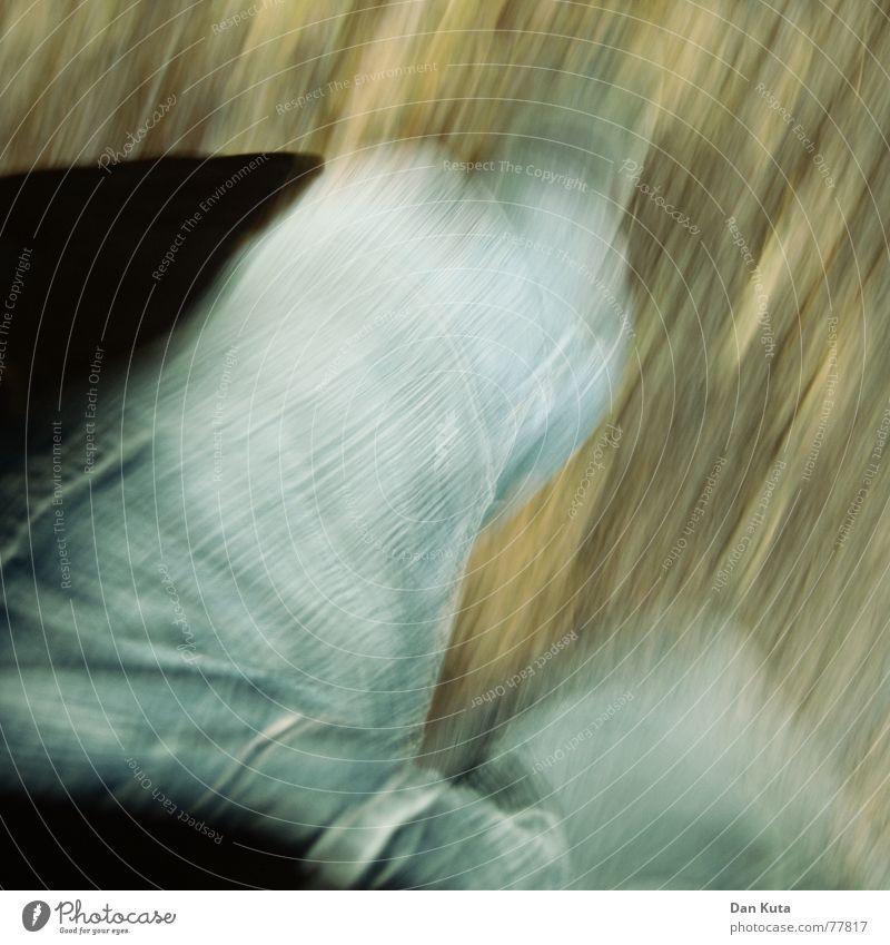 Lauf, Dan, lauf! Straße Angst laufen gefährlich Bodenbelag Sicherheit bedrohlich Jeanshose rennen Jacke Jagd Flucht Eile Panik flüchten verfolgen