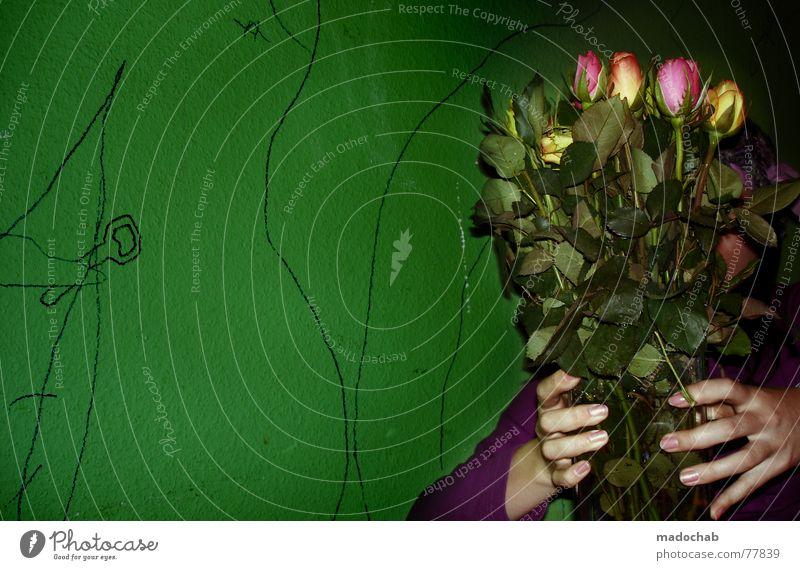 TRASH ROMANCE Frau Mensch Blume grün Liebe Wand Mauer Arme Geburtstag Rose Geschenk Romantik Kitsch Student Häusliches Leben trashig