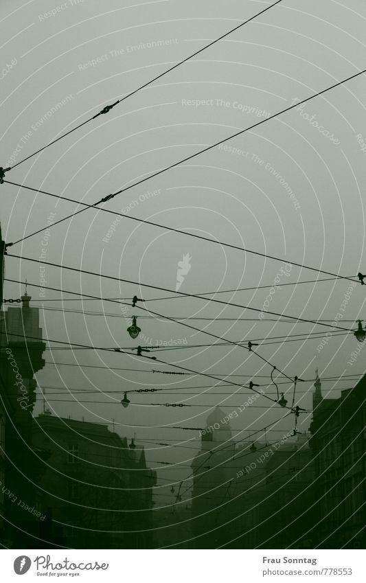 """Abend in Krakau Himmel Herbst Nebel """"Krakau Krakow"""" Polen Stadt Stadtzentrum Altstadt Menschenleer Haus Verkehr Personenverkehr Öffentlicher Personennahverkehr"""